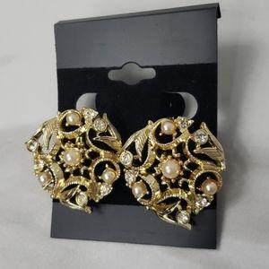 Vintage goldtone clip on earrings